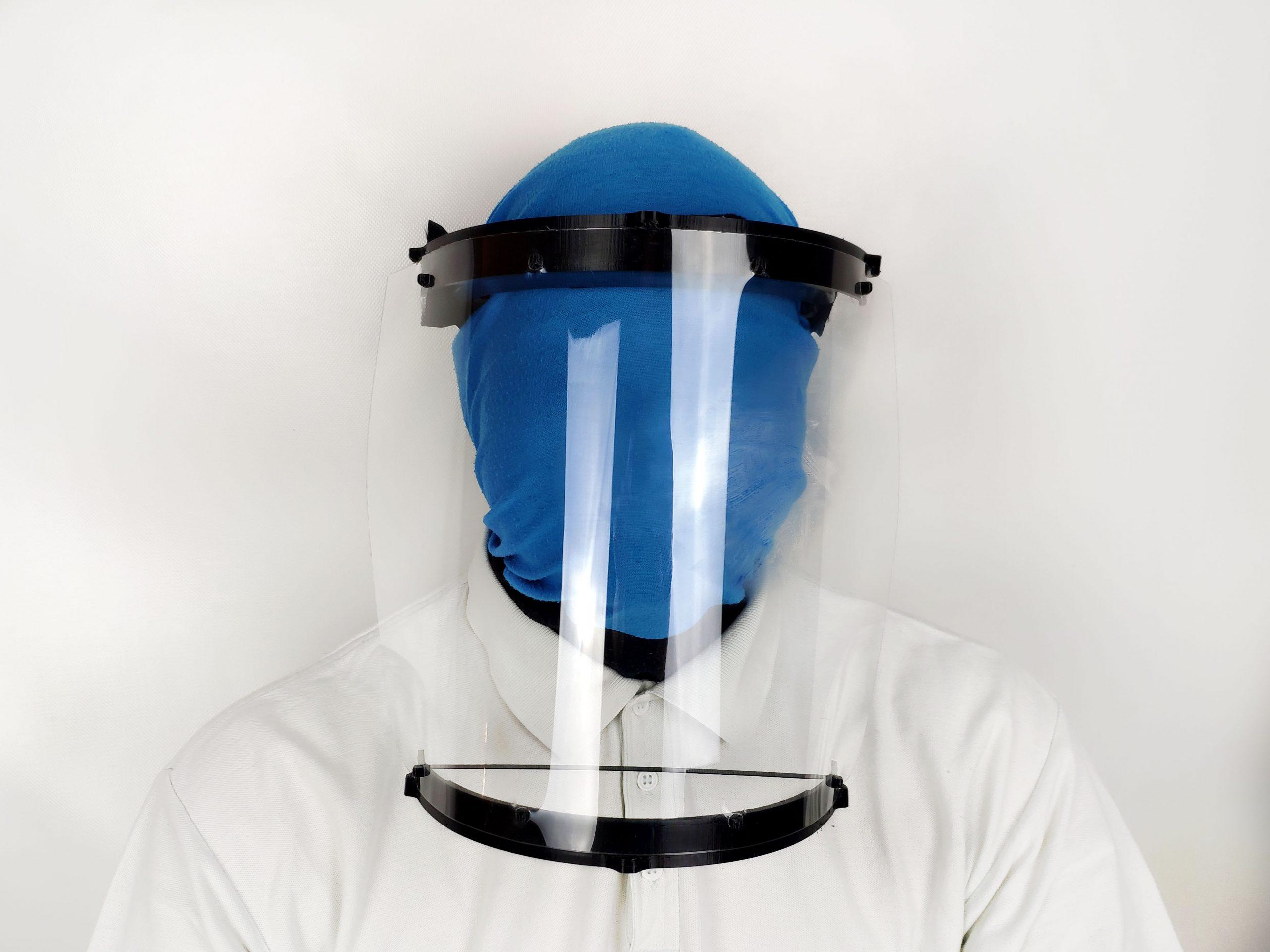 Schutzmaske angezogen frontal